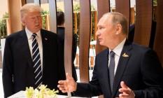Os presidentes de Estados Unidos e Rússia, Donald Trump e Vladimir Putin, se encontram pessoalmente pela primeira vez em cúpula do G20 em Hamburgo, antes de reunião oficial Foto: BPA / REUTERS