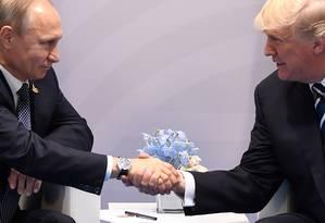 Os presidentes de Rússia e Estados Unidos, Vladimir Putin e Donald Trump Foto: SAUL LOEB / AFP