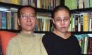 O Nobel da Paz Liu Xiaobo com sua mulher Liu Xia Foto: HANDOUT / AFP