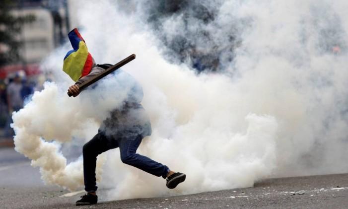 Protesto em Caracas termina em confronto entre forças de segurança e manifestantes Foto: Ueslei Marcelino / Reuters