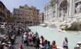 Turistas na Fontana di Trevi