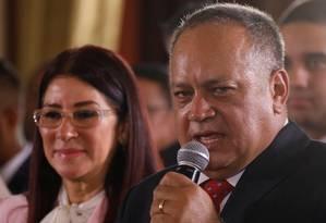 Diosdado Cabello, líder chavista e integrante da Constituinte, e a presidente da nova Assembleia, Delcy Rodríguez Foto: CARLOS GARCIA RAWLINS / REUTERS