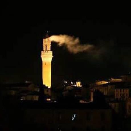 Torre del Mangia, em Siena, pega fogo Foto: Reprodução