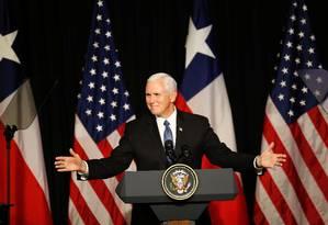 O vice-presidente dos Estados Unidos, Mike Pence em visita a Santigado, Chile Foto: RODRIGO GARRIDO / REUTERS