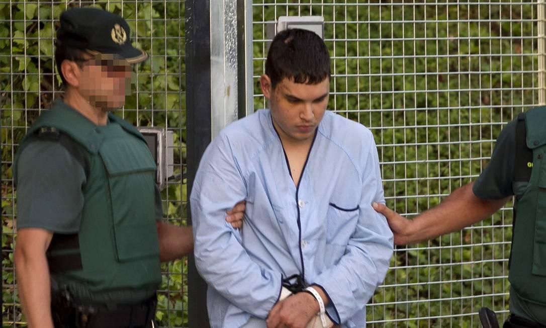 Suspeitos detidos pelos atentados na Catalunha são levados ao tribunal