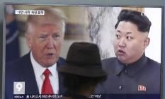 Donald Trump (EUA) e Kim Jong-un (Coreia do Norte) em canal de TV sul-coreano, em Seul Foto: Ahn Young-joon / AP