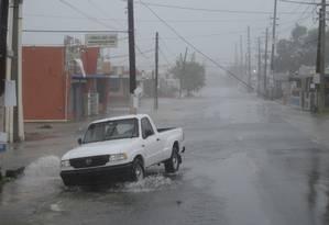 Furacão Irma alaga rua em Fajardo, Porto Rico Foto: Carlos Giusti / AP