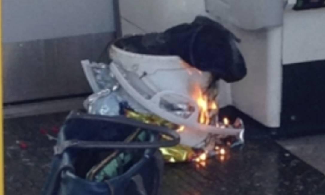 Um balde com artefato explosivo dentro de uma sacola de mercado foi o objeto suspeito identificado pela polícia dentro do vagão alvo do ataque AP