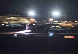 Foto cedida pela Força Aérea do EUA mostra avião bombardeiro B-1B Lancer decolando da base aérea japonesa Kadena neste sábado para sobrevoar Coreia do Norte Foto: Senior Airman Quay Drawdy / AP