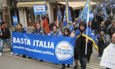 Manifestantes pró-independência do Vêneto protestam em Veneza Foto: Reprodução