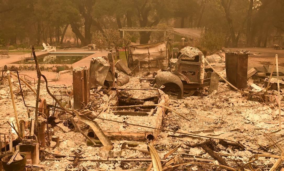 Destroços de casa queimada em Glen Ellen JOSH EDELSON / AFP