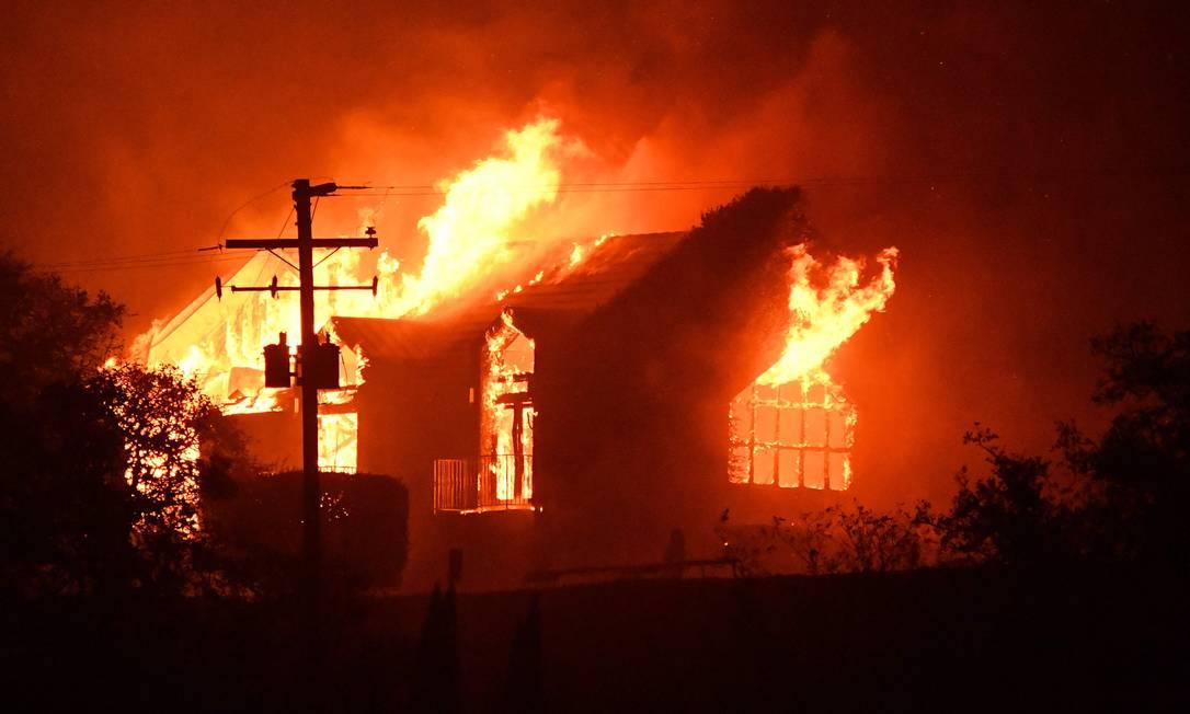 Vinícola Signorello Estate em chamas na região de Napa JOSH EDELSON / AFP