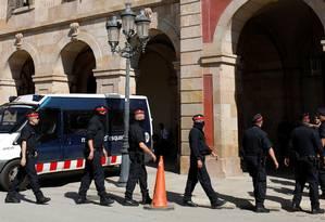 Mossos d'Esquadra, polícia regional catalã, se organizam para fortalecer segurança do Parlamento da Catalunha Foto: RAFAEL MARCHANTE / REUTERS