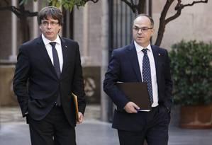 O presidente catalão Carles Puigdemont e o porta-voz do governo catalão Jordi Turull Foto: PAU BARRENA / AFP