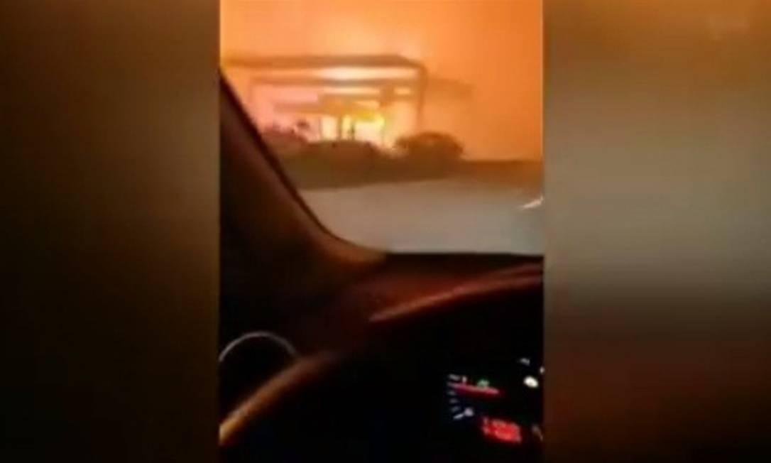 Vídeo: Motorista mostra pânico em estrada cercada por chamas em Portugal