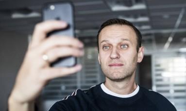 Líder opositor russo Alexei Navalny divulga selfie após sair da prisão Foto: Evgeny Feldman / AP
