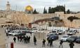 Forças da polícia israelense fazem patrulha perto da Cúpula da Rocha, na Cidade Velha de Jerusalém Foto: Thomas Coex / AFP