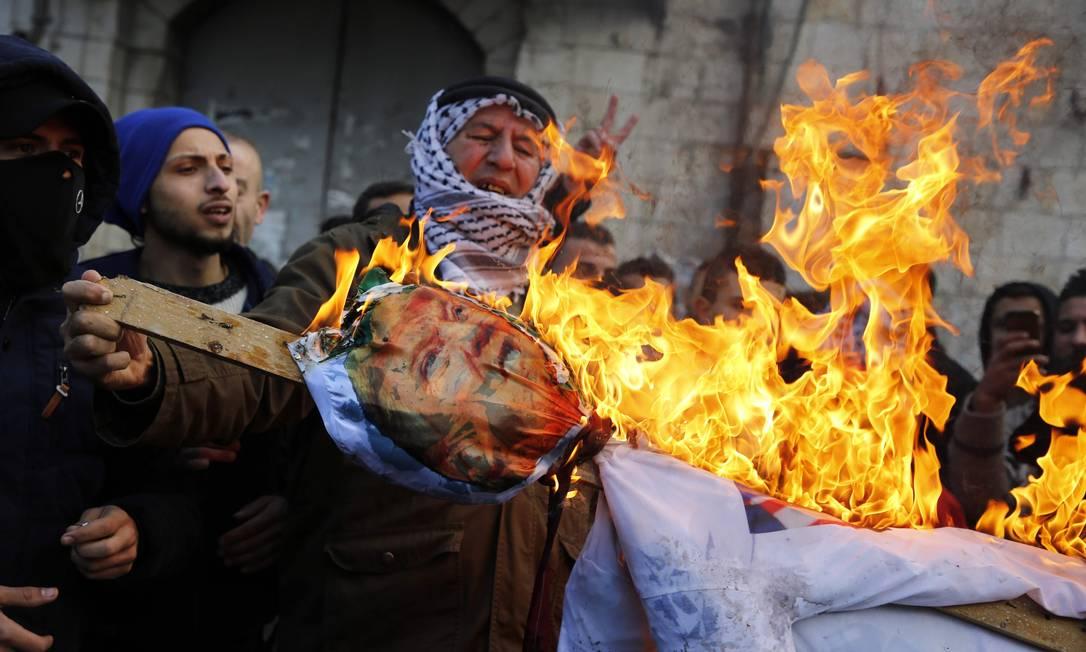 Confrontos entre soldados israelenses e palestinos deixam ao menos 104 feridos