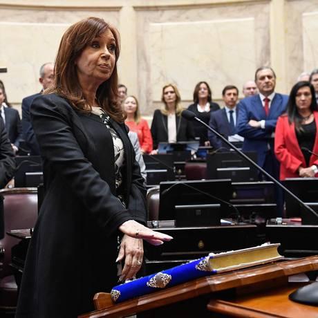 A ex-presidente Cristina Kirchner em seu juramento como senadora em novembro Foto: PABLO GRINBERG / AFP