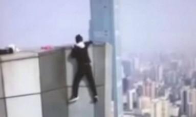 Wu filmou a própria morte ao tentar fazer nova acrobacia Foto: Reprodução/Twitter