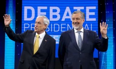 Os candidatos à Presidência do Chile no segundo turno: Sebastián Piñera (esq.) e Alejandro Guillier (dir.) Foto: Esteban Felix / AP