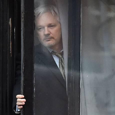 O fundador do Wikileaks, Julian Assange, exilado na embaixada do Equador em Londres Foto: BEN STANSALL / AFP