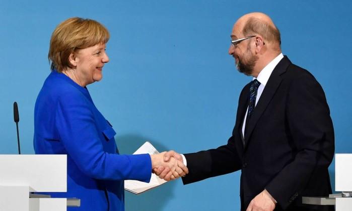Angela Merkel investe as fichas em 'grande coalizão'
