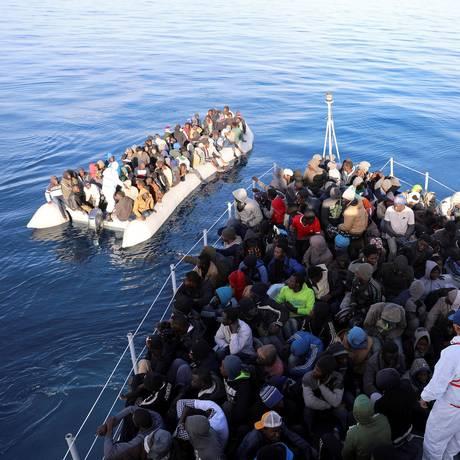 Resgate de migrantes na costa da Líbia no Mar Mediterrâneo Foto: HANI AMARA / REUTERS