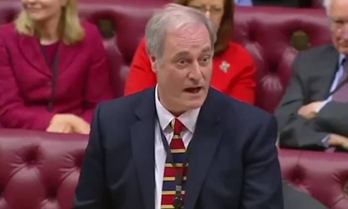 Ministro britânico demite-se por chegar uns minutos atrasado