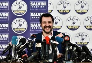 O líder da Liga Norte, Matteo Salvini. Partido anti-imigração conquista mais votos dentro da coalizão de direita liderada pelo polêmico ex-premier Silvio Berlusconi Foto: PIERO CRUCIATTI / AFP