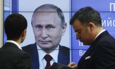 Letreio mostra informações sobre apuração do resultado eleitoral na Rússia Foto: SERGEI KARPUKHIN / REUTERS
