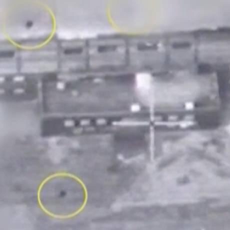 Registro de imagem do Exército israelense divulgado em 21 de março de 2018 indica mira sobre reator nuclear sírio em 2007. Bombas são identificadas com círculos amarelos Foto: HANDOUT / REUTERS
