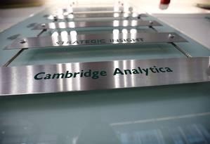 Letreiro da Cambridge Analytica Foto: HENRY NICHOLLS / REUTERS