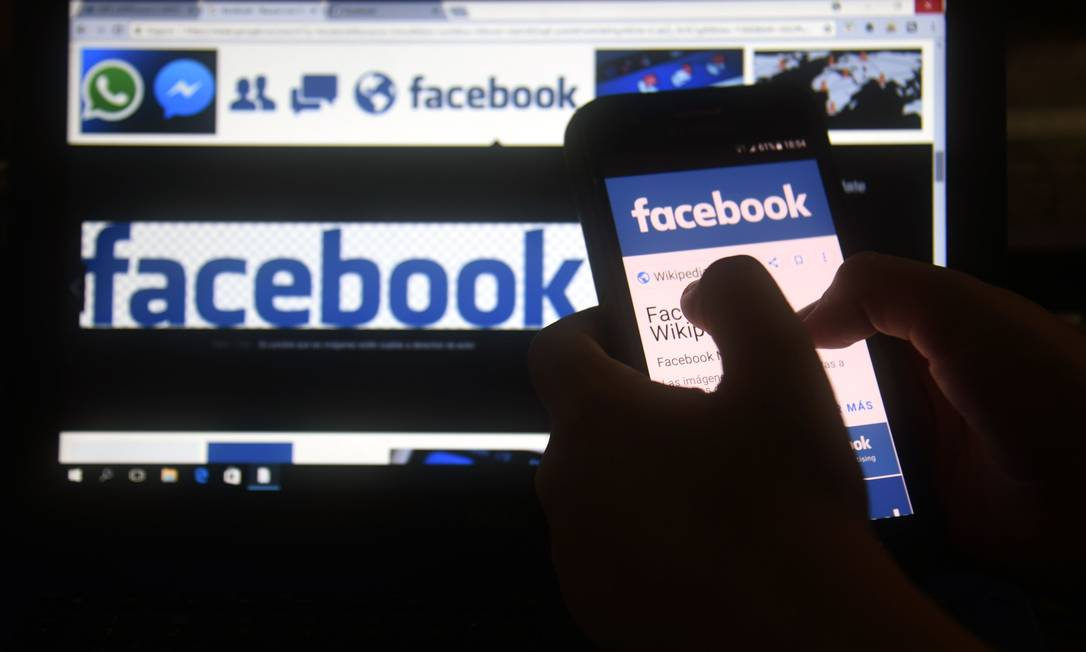 Empresas de análise de dados coletaram informações pessoais de funcionários do Facebook para direcionar propaganda política Foto: NORBERTO DUARTE / AFP