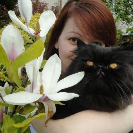 Yulia Kripal e seu gato, em foto publicada no Facebook Foto: Reprodução/Facebook