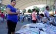 Mulher participa das eleições nacionais do Paraguai nos arredores de Assunção Foto: ANDRES STAPFF / REUTERS