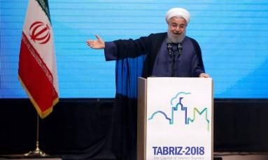 O presidente iraniano, Hassan Rouhani, se opõe a mudanças ao acordo nuclear firmado em 2015 com potências globais Foto: ATTA KENARE / AFP