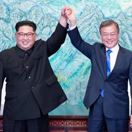 Os líderes norte-coreano e sul-coreano, Kim Jong-un e Moon Jae-in, respectivamente Foto: KOREA SUMMIT PRESS POOL / AFP
