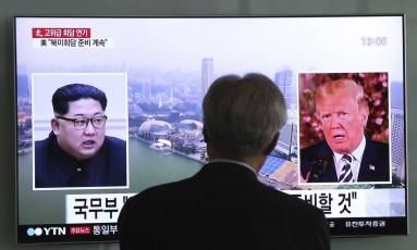 Donald Trump (dir.) e Kim Jong-un: líderes de EUA e Coreia do Norte devem se encontrar em junho em Cingapura Foto: Ahn Young-joon / AP