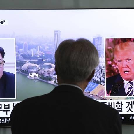 Donald Trump (dir.) e Kim Jong-un: líderes de EUA e Coreia do Norte vão se encontrar em junho em Cingapura Foto: Ahn Young-joon / AP