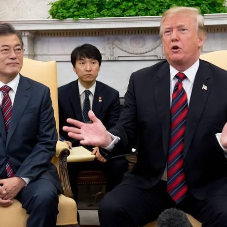 Os presidentes de Coreia do Sul e Estados Unidos: Moon Jae-in e Donald Trump Foto: SAUL LOEB / AFP