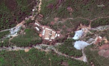 Imagem de satélite mostra a base nuclear de Punggye-ri, na Coreia do Norte. Regime de Kim Jong-un desmantelou complexo que sediou seis testes nucleares Foto: DIGITALGLOBE / REUTERS