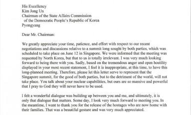 A carta do presidente americano, Donald Trump, direcionada ao líder norte-coreano, Kim Jong-un, na qual cancela a cúpula em Cingapura Foto:  / AFP