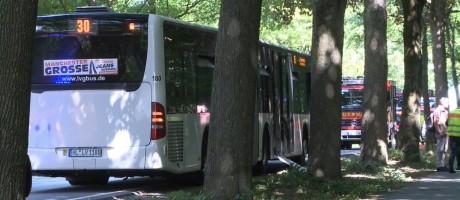 Ônibus estacionado após ataque com faca em Luebeck, Alemanha Foto: - / AFP