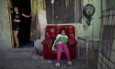 Em Cañada, a 15 quilômetros de Madri, moradores vivem em condições precárias: 800 mais vulneráveis aguardam por reassentamento até o fim de 2019 Foto: Maya Balanya / O Globo