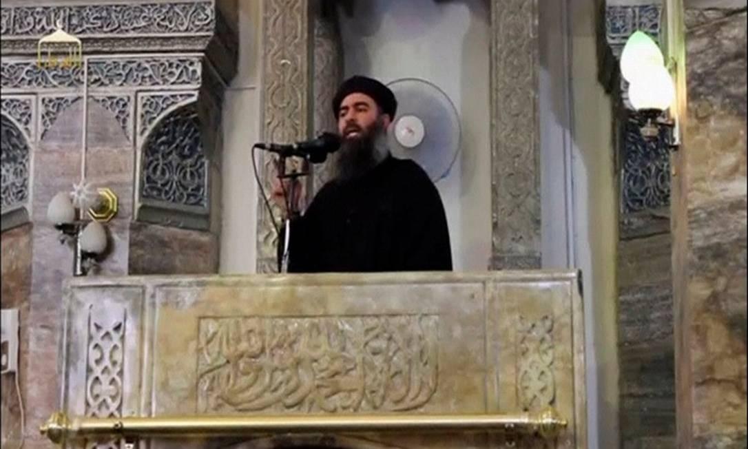 Abu Bakr al-Baghdadi fotografado em única aparição pública de que se tem notícia, em julho de 2014, em mesquita no Iraque Foto: Reuters TV / REUTERS