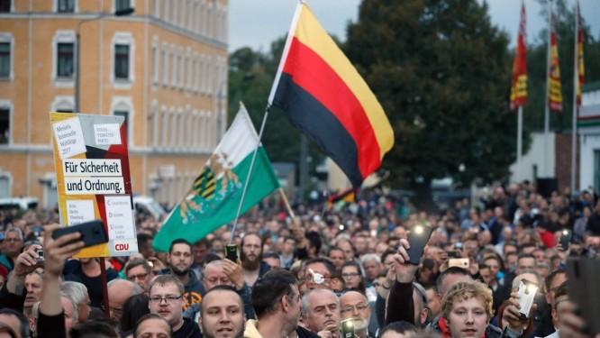 Protesto de grupo de extrema-direita em Chemnitz, na Saxônia, estado no Leste da Alemanha, no último dia 30 de agosto Foto: ODD ANDERSEN / AFP