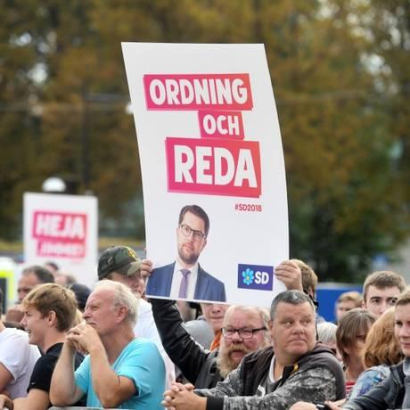 Eleitores assistem a comício de Jimmie Akesson, líder dos Democratas Suecos, partido anti-imigração e anti-Europa que poderá ter 20% dos votos hoje, segundo as pesquisas Foto: Reuters / REUTERS