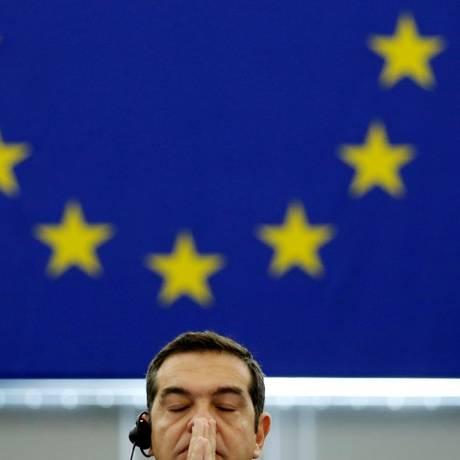 O primeiro-ministro da Grécia, Alexis Tsipras, minutos antes de seu discurso no Parlamento Europeu, em Estrasburgo Foto: VINCENT KESSLER / REUTERS