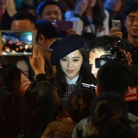 Fan Bingbing, estrela chinesa que desapareceu há três meses, na Beijing Fashion Week 2013 Foto: MARK RALSTON / AFP